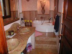 bagno in marmo giallo reale rosato