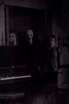 Bell Family - ghosts known to appear and try to warn of disaster and death, though most understandably flee in horror without the benefit of their macabre insights. Creepy Images, Creepy Pictures, Arte Horror, Horror Art, Creepy Horror, Photo Halloween, Modern Halloween, Halloween Horror, Horror Films