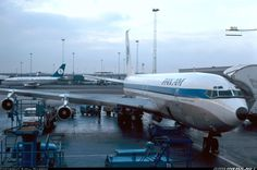 N421PA, Boeing 707-321B Advanced, Clipper Charmer, at Copenhagen preparing for a flight to New York-JFK, January 30, 1976.  Delivered to Pan Am on 29 November 1966. This airliner also flew under the title Clipper Splendid. Pan Am sold this Boeing 707 on 9 December 1977.