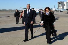 Cristina se comprometió ante Buzzi a agilizar las obras de los aeropuertos de Comodoro y Trelew http://www.ambitosur.com.ar/cristina-se-comprometio-ante-buzzi-a-agilizar-las-obras-de-los-aeropuertos-de-comodoro-y-trelew/ Ambos mandatarios dialogaron sobre el tema durante el viaje entre Comodoro Rivadavia y Las Heras, donde se inauguró una terminal de ómnibus financiada por YPF.      Allí, la primera mandataria valoró la recuperación de la petrolera nacional liderada por