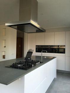 Kitchen Island With Sink, Handleless Kitchen, Kitchen Design, Kitchen, Kitchen Island, Home Decor, Dream Kitchen, Granite Table, Hobs