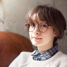 藤井サチ:この間の撮影の写真^^こういうメガネ、秋服に合わせたいなあ。|Seventeen(セブンティーン)