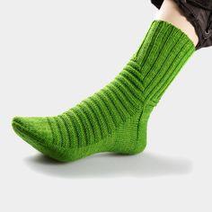p/treppenviertel-socken-nicolor - The world's most private search engine Crochet Ripple, Knit Crochet, Knitting Socks, Baby Knitting, Knitting Patterns, Crochet Patterns, Yellow Socks, Knit Shoes, Sock Animals