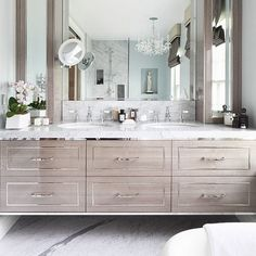 The growing popularity of this design detail has not gone unnoticed. Here are 15 examples of bathrooms with a fabulous floating vanity.