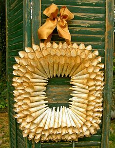 Tutorial for this rectangular wreath  This would also make a fab frame...
