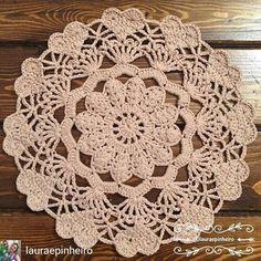 Free Crochet Doily Patterns, Crochet Mat, Crochet Stars, Crochet Circles, Crochet Flower Patterns, Crochet Mandala, Crochet Home, Thread Crochet, Filet Crochet