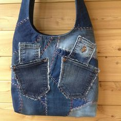 Одноклассники Patchwork Bags, Quilted Bag, Jean Purses, Purses And Bags, Altering Jeans, Denim Handbags, Hippie Bags, Denim Purse, Denim Ideas