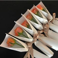 best ideas flowers bouquet ideas beautiful Flowers are definitely the major things that Single Flower Bouquet, Flower Bouquet Diy, Bouquet Wrap, Gift Bouquet, Single Flowers, Wedding Bouquet, Boquette Flowers, How To Wrap Flowers, Flower Boxes