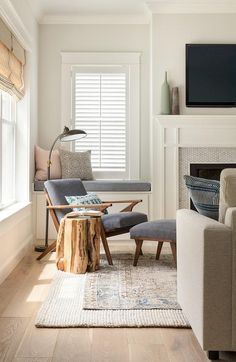 Layered rugs and + blue mid-century modern lounge chair + tree stump accent table Small Living Room Furniture, Living Room Modern, Home Living Room, Rugs In Living Room, Living Room Designs, Living Room Decor, Curtains Living, Funky Furniture, Cozy Living