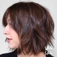 Bob hairstyles are really trendy and popular nowadays. So here are the best images of the Most Beloved Brunette Bob Hairstyles for Ladies, check our gallery. Shaggy Short Hair, Short Shag Hairstyles, Shaggy Haircuts, Shaggy Bob, Hairstyles 2018, Neck Length Hairstyles, Shaggy Layered Bobs, Brunette Bob, Bob Balayage
