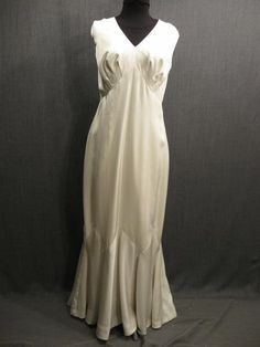 09032429 Gown Womens 1930s ivory silk jersey B42.JPG