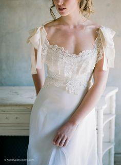 Photography: Koby & Elizabeth Brown, KobyBrown.com | Swan House in Atlanta, GA | Historic Venue Wedding | Estate Wedding | Manor House Wedding | Vintage Lace Wedding Gown: Gossamer | Model: Nicole Gatlin |