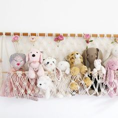 """Display your children's stuffed toy collection in this unique macrame hanger! Adjustable """"pocket"""" so your furry animals/dolls can peep out over the. Stuffed Animal Displays, Stuffed Animal Storage, Diy Stuffed Animals, Stuffed Toys, Stuffed Animal Hammock, Ideas Dormitorios, Toy Hammock, Diy Toy Storage, Macrame Wall Hanging Diy"""