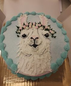 Buttercream llama cake I've seen the face of beauty. Pretty Cakes, Cute Cakes, Beautiful Cakes, Amazing Cakes, Cake Cookies, Cupcake Cakes, Piece Of Cakes, Fancy Cakes, Edible Art
