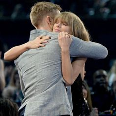 (Not So) TBT: Taylor Swift And Calvin Harris Bring Their Lovefest To 2016 iHeartRadio Music Awards (VIDEO) #Entertainment #News