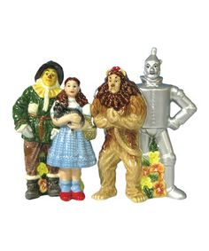 Wizard Of Oz Salt & Pepper Shaker Set Four Friends. This fun Wizard of Oz salt and pepper shaker set features Dorothy, Scarecrow, Tin Man and Lion. Wizard Of Oz Collectibles, Salt N Peppa, Westland Giftware, Salt And Pepper Set, Salt Pepper Shakers, Stuffed Peppers, Retro, Cute, Kitchen Dining