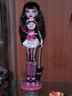 draculaura with puppet