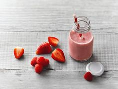 A quick and easy yogurt smoothie. Pick your fruits to find just the right yumminess to go with the good-for-you stuff. Healthy Cat Treats, Healthy Soup, Healthy Snacks, Healthy Recipes, Healthy Buffalo Chicken, Healthy Chicken, Cake Order Forms, Brunch, Health Breakfast