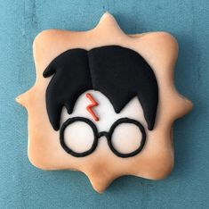 Custom decorated sugar cookies and cookie favors for any occasion Harry Potter Torte, Harry Potter Desserts, Harry Potter Food, Harry Potter Birthday, Cookie Frosting, Royal Icing Cookies, Cupcake Cookies, Cookie Favors, Harry Ptter