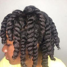 How do you keep your natural hair moisturized so you can grow it the right way? Find out how to create a natural hair growth regimen that works for your hair type and not for everyone else. Learn the best hair growth treatment recipes for black women with Natural Hair Growth Tips, Natural Hair Twists, How To Grow Natural Hair, Pelo Natural, Grow Long Hair, Natural Hair Care, Natural Hair Styles, Chunky Twists, Jumbo Twists