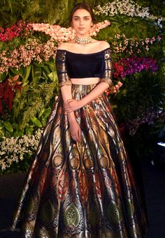 Aditi Rao Hydari at Virat Kohli-Anushka Sharma Wedding Reception : Because of the lovely color, I tried to like this Manish Malhotra lehenga but unfortunately, I found the material jarring. And even though, Aditi did make it acceptable enough, I have. Indian Party Wear, Indian Wedding Outfits, Indian Wear, Indian Outfits, Banarasi Lehenga, Indian Lehenga, Sabyasachi, Manish Malhotra Lehenga, Lehenga Blouse