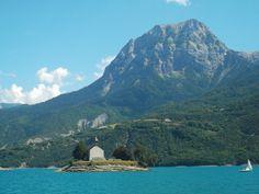 la chapelle St Michel au milieu du lac