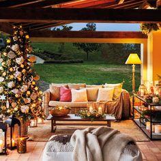 〚 How to decorate your veranda for winter holidays 〛 ◾ Photos ◾Ideas◾ Design Porches, Porch And Terrace, Silver Christmas Decorations, Christmas Interiors, Christmas Porch, Outdoor Furniture Sets, Outdoor Decor, Front Door Decor, Patio Design