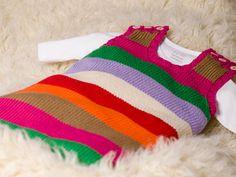 Ein Sommerschlafsack fürs Baby | Toll für laue Nächte: ein luftiger Sommerschlafsack fürs Baby. Dieses Modell hier garantiert mit seinen lustigen bunten Streifen fröhliche Träume - und ist übrigens auch ganz schnell selbst gestrickt.