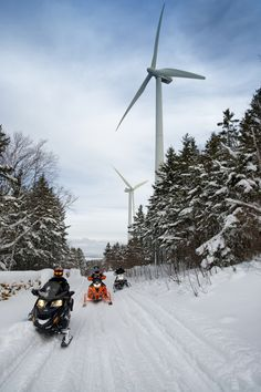 Enjoy Gaspésie on a kilometres of safe and snow-covered trails. In the midst of spectacular winter panoramas, close to km of snowmobile trails can be found, along which nearly twenty clubs maintain stopover facilities. Winter Activities, Outdoor Activities, Places To Travel, Places To Go, Ski Bunnies, Snow Girl, Outdoor Toys, Instagram Story Ideas, Photo Dump