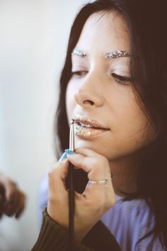 Makeup Tutorial: Ring In 2016 With Glitter Lips + Brows | Free People Blog #freepeople