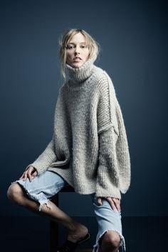 Reverse Seam Turtleneck Sweater in oatmeal