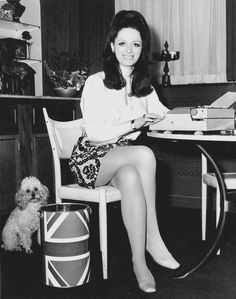 RIP Jackie Collins, Here Is a photo of the novelist & her poodle at the typewriter, T. Jackie Collins, Joan Collins, Old Celebrities, Celebs, Poodles, Girls Slip, Oui Oui, Golden Age Of Hollywood, Fashion History