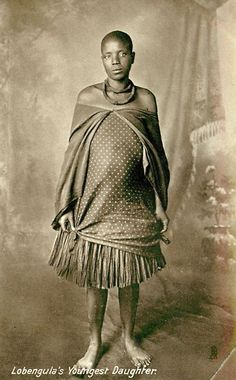 """Pamberi neChimurenga.The figures you see in this pic...The woman is Ambuya Nehanda.She is the 1st revolutionary fighter of Zimbabwe.She killed a white man in 1896 and together with Sekuru Kagabi,were executed by the British Pioneers in 1899 at the orders of Cecil John Rhodes.She statted"""" African Culture, African History, Zimbabwe History, John Rhodes, Africa Tribes, African Union, African Royalty, House On The Rock, Historical Pictures"""