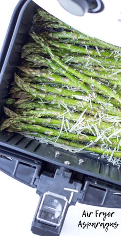 air fryer recipes Air Fryer Garlic Parmesan Asparagus is made with fresh garlic, Parmesan cheese, lemon juice, olive oil, salt and ground pepper in a short 10 minutes in the air fryer for an easy side dish you can do with any entree Air Fryer Recipes Potatoes, Air Fryer Oven Recipes, Air Frier Recipes, Air Fryer Dinner Recipes, Recipes Dinner, Paleo Dinner, Potato Recipes, Soup Recipes, Dinner Ideas
