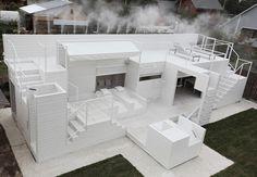 Kostelov diseñó una casa abierta totalmente al exterior, con persianas enrollables para las ocasiones en que se requiera más refugio... un diseños increíble...