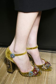 Dolce & Gabbana A/W Jewelled shoes are looking popular for next season. Except the heels Pretty Shoes, Beautiful Shoes, Cute Shoes, Me Too Shoes, Stilettos, High Heels, Pumps, Mode Vintage, Vintage Shoes