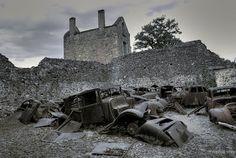 Se rendre sur les ruines du village massacré d'Ouradour sur glane.