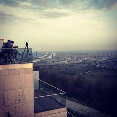 Afterwork mit Aussicht 😊 #bestview #vienna #wien #aplacewithaview #kahlenberg #afterwork #aussicht Airplane View, Louvre, Building, Travel, City, Viajes, Buildings, Destinations, Traveling