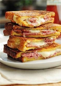 Recipe For Monte Cristo Sandwich - Ham and cheese never looked so good. Try this easy Monte Cristo Sandwich for breakfast, lunch or dinner. Think Food, I Love Food, Good Food, Yummy Food, Soup And Sandwich, Sandwich Recipes, Easy Dinner Recipes, Easy Meals, Breakfast Recipes