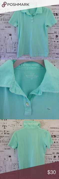 Vineyard Vines women's garment-dyed polo Vineyard Vines women's garment-dyed polo, EUC, beautiful mint color, size XS, pit to pit 17 inches, shoulder to hem 23 inches. Vineyard Vines Tops
