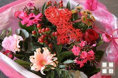 Bestel nu online uw Valentijnsboeket: http://www.bloemenuitaalten.nl/online-bestellen/boeketten/