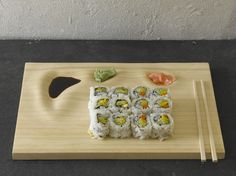 sushi tray - Sushi is a cuisine notorious for having multiple dishes and plates in the mix, so the Bamboo Sushi Tray is designed to solve this problem. Plateau Design, Plateau Tv, Bamboo Sushi, Sushi Night, Sushi Plate, Unique Sofas, Deco Design, Food Design, Wood