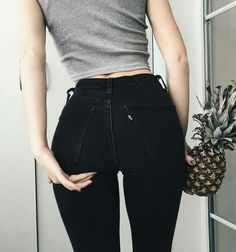 Again she seduces us with her gorgeous ass . 🔥 Finished nipple deserves a like💖 Lässigen Jeans, Sexy Jeans, Mode Outfits, Fashion Outfits, Jean Sexy, Robe Swing, Skinny Girls, Body Inspiration, Girls Jeans