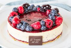 Chantilly ai frutti di bosco: semifreddo cake with Chantilly cream and sponge cake with woodland fruits, decorated with raspberries, blackberries and blueberries. Chantilly Cream, Fresh Cream, Blackberries, Sponge Cake, Pastries, Acai Bowl, Woodland, Blueberry, Cheesecake
