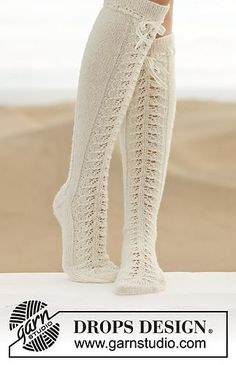 "Little Women - Knitted DROPS knee socks with lace pattern in ""Fabel"". - Free pattern by DROPS Design Lace Knitting, Knitting Socks, Knitting Patterns Free, Free Pattern, Knit Lace, Finger Knitting, Knitting Tutorials, Guêtres Au Crochet, Crochet Slippers"