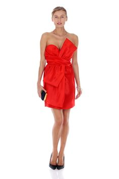 Rent this beautiful Moschino red dress for your special #events. #drexcode #party #red #luxury