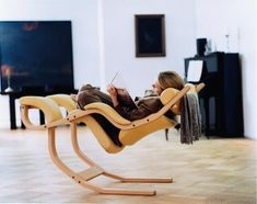 Icon of Modern and Comfortable Reading Chair Design Comfy Reading Chair, Comfy Chair, Cool Furniture, Furniture Design, Modern Furniture, Cool Inventions, Cool Chairs, Chair Design, Design Room