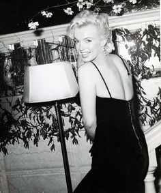 """Marilyn Monroe at the press conference announcing the making of """"The Prince And The Showgirl"""" at the Plaza Hotel, NYC, Young Marilyn Monroe, Marilyn Monroe Photos, Marlene Dietrich, Brigitte Bardot, Vintage Hollywood, Classic Hollywood, Hollywood Icons, Santa Monica, Prince"""