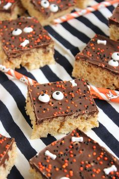 Quick and easy to make Chocolate Covered Rice Krispie Treats recipe.dark and creepy never tasted so sweet! Holiday Treats, Halloween Treats, Holiday Recipes, Scream Halloween, Halloween Party, No Bake Desserts, Delicious Desserts, Dessert Recipes, Yummy Food