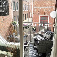 Small Apartment Balcony Decorating Ideas (54)